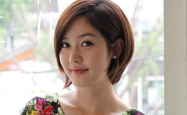 韓国女優ソン・ユリの画像